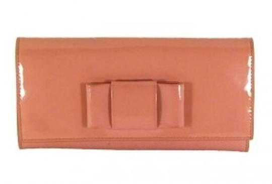 Preload https://item3.tradesy.com/images/miu-miu-pink-patent-leatherfuschia-inside-with-contrast-wallet-143092-0-0.jpg?width=440&height=440