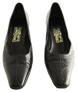 Salvatore Ferragamo Gancini Kitten Heels Logo Black Pumps