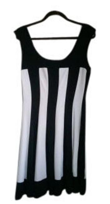 Preload https://item2.tradesy.com/images/connected-apparel-black-and-white-geometric-stripes-mini-short-casual-dress-size-12-l-14311-0-0.jpg?width=400&height=650