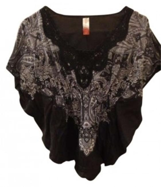Preload https://item4.tradesy.com/images/no-boundaries-blackgrey-blouse-size-4-s-143128-0-0.jpg?width=400&height=650