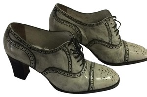 Stephane Kelian Distressed light gray with dark gray highlights Pumps