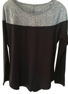 Athleta T Shirt gray and black
