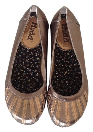 Preload https://item4.tradesy.com/images/mudd-gold-and-bronze-flats-size-us-55-143183-0-0.jpg?width=440&height=440