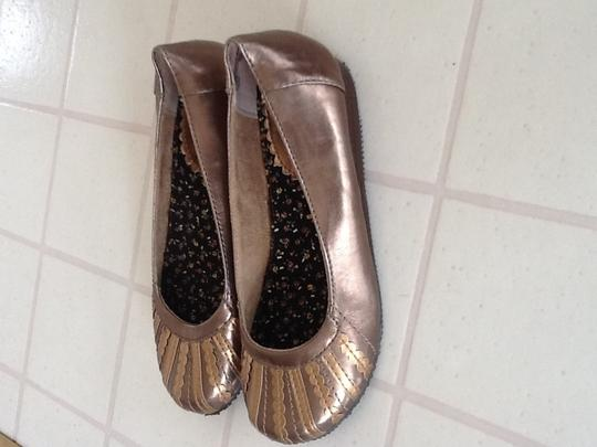 Mudd gold and bronze Flats