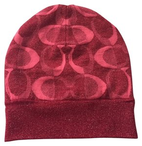 Coach Cute Coach raspberry color hat with logo design