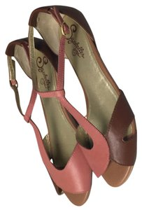 Seychelles Dark tan and dark pastel rosy pink. Sandals