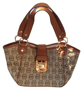 eb824df5c9587 Michael Kors Brown Bags - Up to 90% off at Tradesy