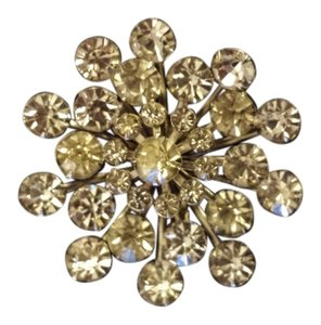 Snowflake shaped brooch, very sparkly, Vintage, from 1960's.