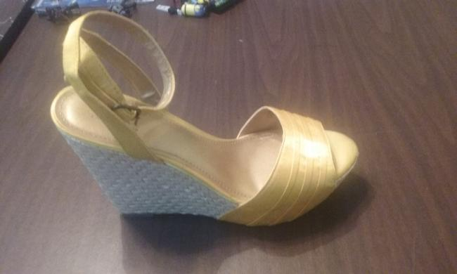 Item - Yellow Wedges Size US 9.5 Regular (M, B)