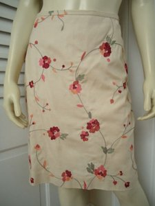 Ann Taylor LOFT Petites 6p Silk Blend Floral Chic Skirt Cream with red & orange embroidery