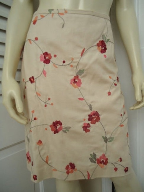 Ann Taylor LOFT Petites 6p Cotton Silk Blend Floral Chic Skirt Cream with red & orange embroidery Image 1