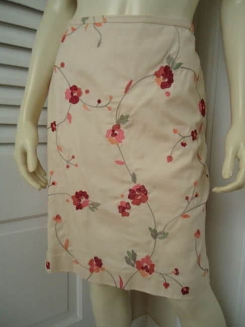 Ann Taylor LOFT Petites 6p Cotton Silk Blend Floral Chic Skirt Cream with red & orange embroidery Image 2