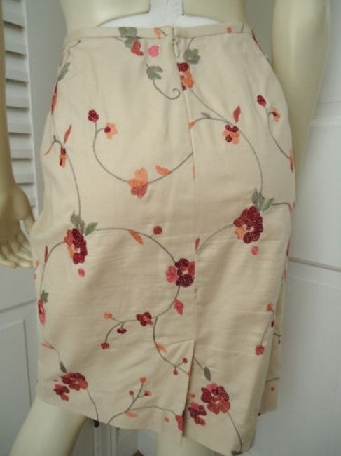 Ann Taylor LOFT Petites 6p Cotton Silk Blend Floral Chic Skirt Cream with red & orange embroidery Image 5