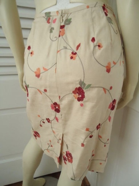 Ann Taylor LOFT Petites 6p Cotton Silk Blend Floral Chic Skirt Cream with red & orange embroidery Image 6