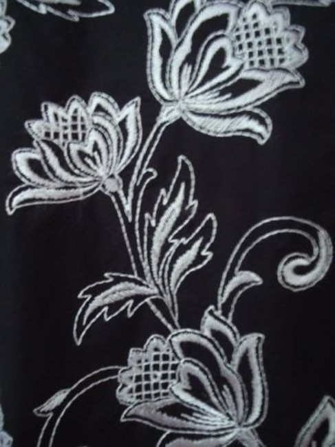 Ann Taylor LOFT Flirty White Floral Embroidery Lined Sweet Skirt Black Image 1