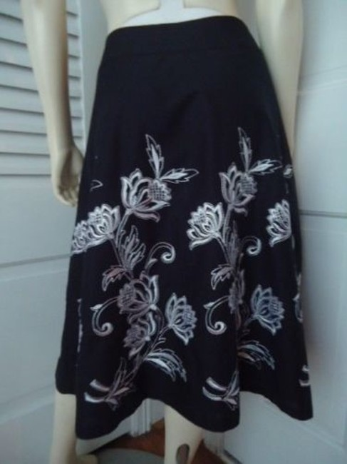 Ann Taylor LOFT Flirty White Floral Embroidery Lined Sweet Skirt Black Image 2