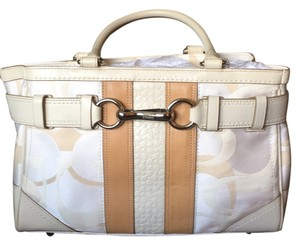 Coach Tote in Beige/tan