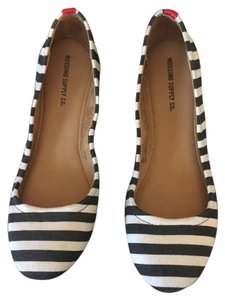 Mossimo Supply Co. Black & white with red stripe in back Flats
