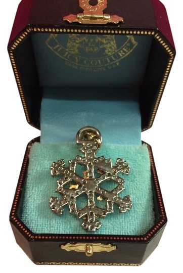 "Juicy Couture JUICY COUTURE EXTREMELY RARE 2005 SNOWFLAKE CHARM!! ""DON'T FLAKE, WEAR JUICY"" SNOWFLAKE CHARM!!"