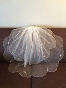 Beautiful 2-tier Beaded Scalloped Wedding Veil! Great Price!