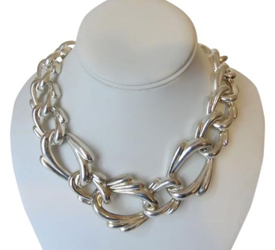 Preload https://img-static.tradesy.com/item/14347330/silvertone-19-inch-texture-statement-with-snape-closure-necklace-0-1-540-540.jpg