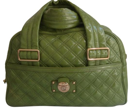 Preload https://img-static.tradesy.com/item/14347900/marc-jacobs-quilted-patent-hanbag-green-leather-satchel-0-1-540-540.jpg