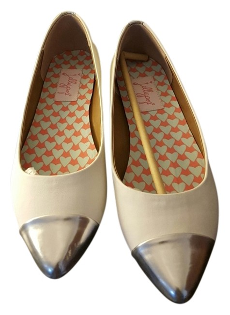 Item - White and Silver Flats Size US 7.5 Regular (M, B)