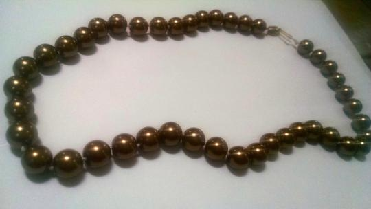 Other Brown Sea Shell Pearl Necklace 8mm Pearls 18 Inch J424