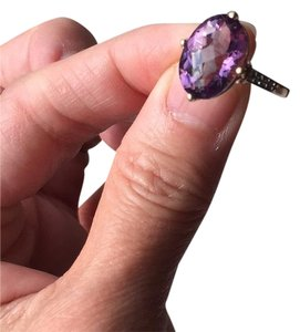 10K Gold oval genuine amethyst ring Genuine Amethyst in 10K Gold with real diamond on the side.