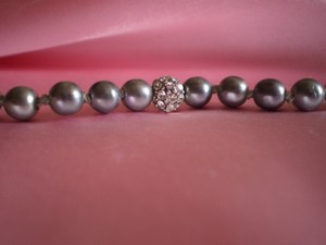 Like new pearls and crystals necklace