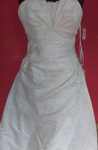 St. Patrick Estampa (75l) Wedding Dress