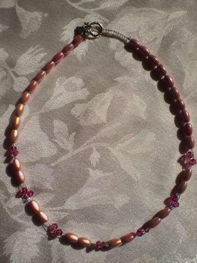 Unknown Pink beaded choker necklace