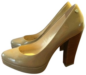 06093e9c978 Women s Beige Calvin Klein Shoes - Up to 90% off at Tradesy