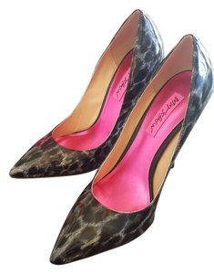 Betsey Johnson Black and Grey Leopard patent leather Pumps