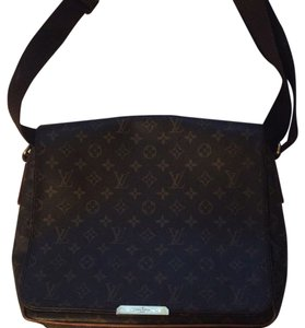 Louis Vuitton Luis Lv Travel Messenger Bag