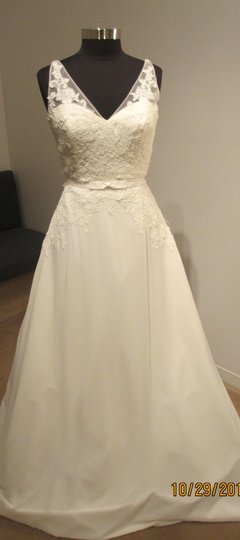 St. Patrick Off White Tulle Hach Bridal (48s) Traditional Dress Size 12 (L)