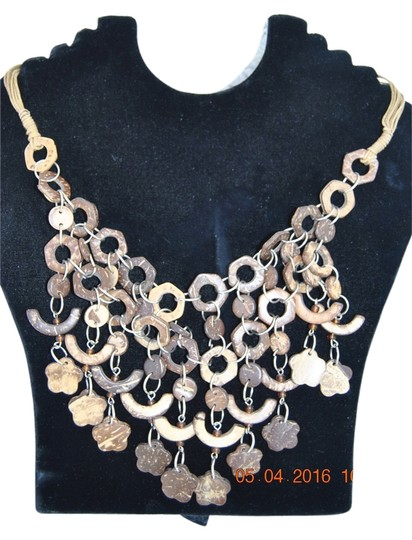 Preload https://img-static.tradesy.com/item/14358325/brown-none-necklace-0-1-540-540.jpg