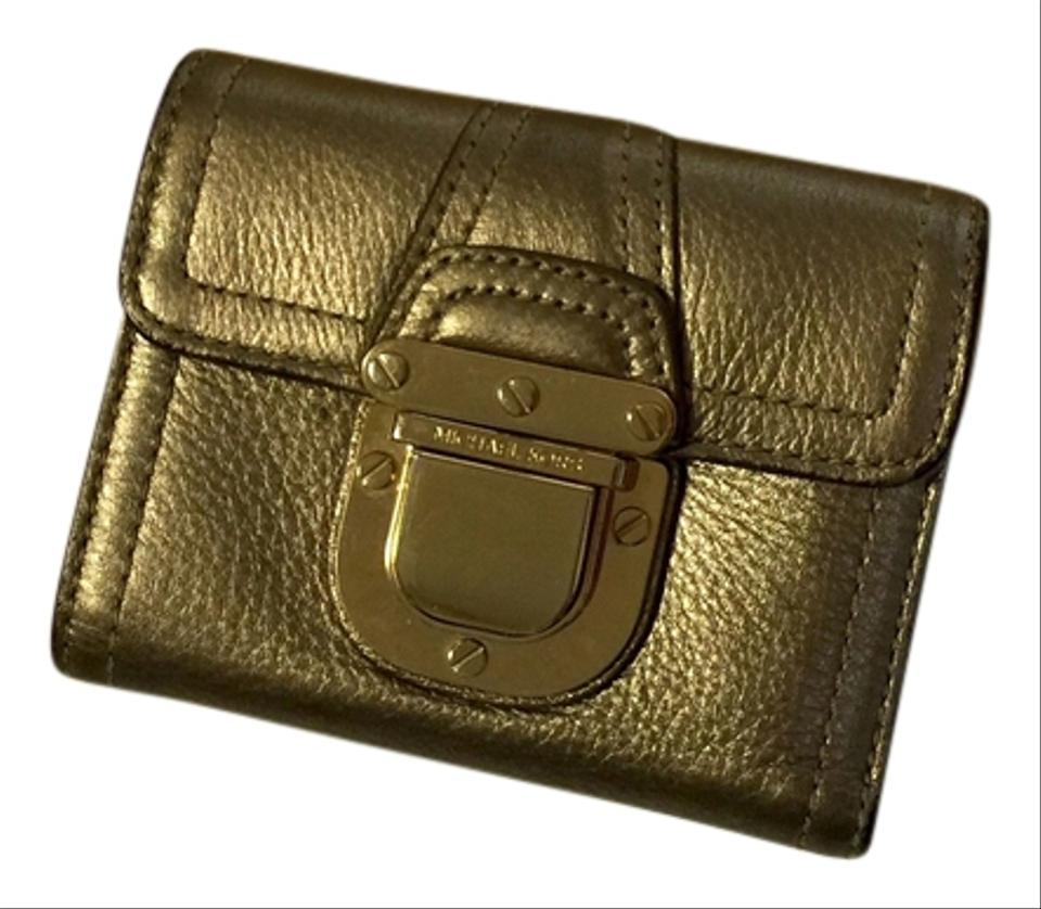 Today's top Michael Kors Coupon: 25% OFF FULL-PRICE ITEMS + UP TO 60% OFF SALE. See 40 Michael Kors Coupon and Promo Code for December App Login or Register, Michael Michael Kors - Extra 25% Off Sale: Mercer Large Leather Tote $ (Org $) & More. Get Deal. Michael Kors has Extra 25% Off Sale. Price is marked.