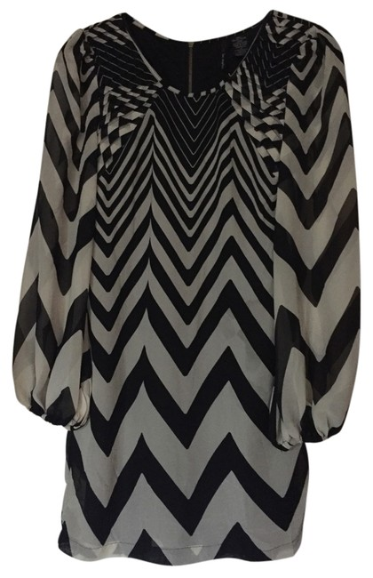 Preload https://img-static.tradesy.com/item/14366032/fire-black-and-white-above-knee-short-casual-dress-size-2-xs-0-5-650-650.jpg