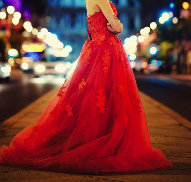 Item - Red Lace Elegant Gown Traditional Wedding Dress Size 2 (XS)