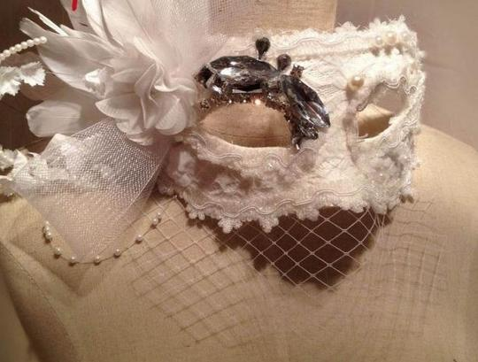 Other a mask with feather
