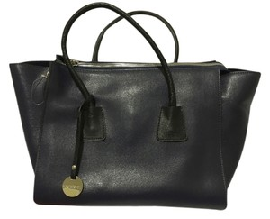 Pulicati Classic Leather Strap Shoulder Bag