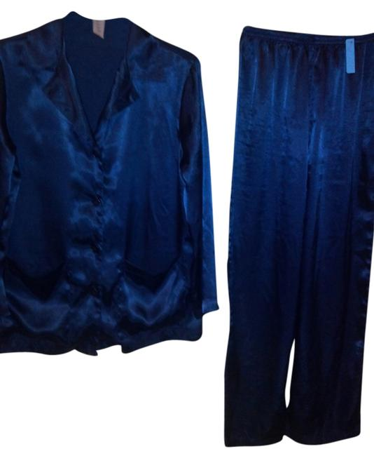 Preload https://img-static.tradesy.com/item/14371300/victoria-s-secret-blue-mignight-pant-suit-size-2-xs-0-1-650-650.jpg