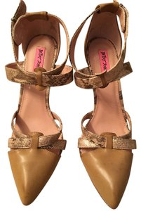 Betsey Johnson Chic Johnson Beige Pumps