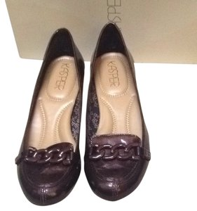 Kasper Metallic Brown more like deep burgundy Flats