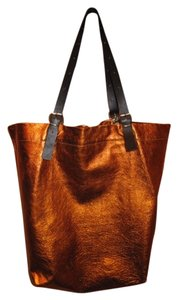 Jane August Tote in Orange Metallic