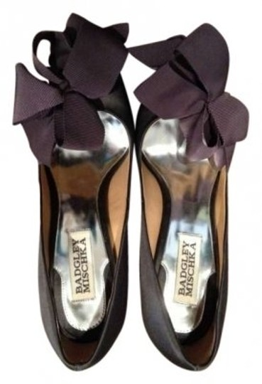 Preload https://item3.tradesy.com/images/badgley-mischka-charcoal-women-s-karlisle-bow-pumps-size-us-6-143922-0-0.jpg?width=440&height=440