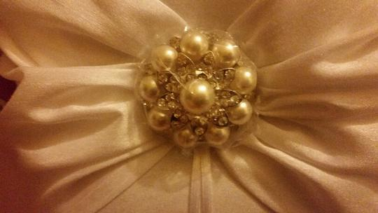 Ring Pillow With Pearl And Rhinestone Brooch