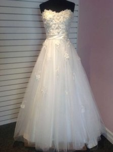 Alfred Angelo Ivory / Silver Net Over Satin Snow White / 207 Feminine Wedding Dress Size 8 (M)