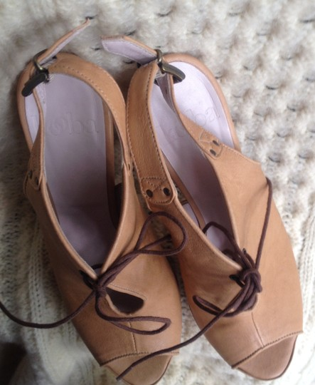 Kooba Leather Beach Buckle Lace Up Sandals tan Platforms
